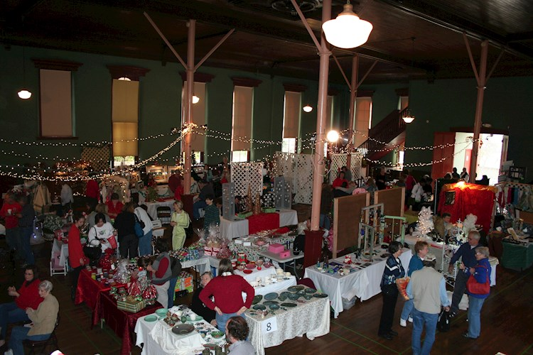 Holly Days Arts And Crafts Show