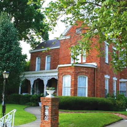 Exterior photo of the historic site Annabelle Tour Home in Vicksburg, MS