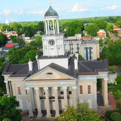 Exterior aerial shot of Old Court House Museum in Vicksburg, MS